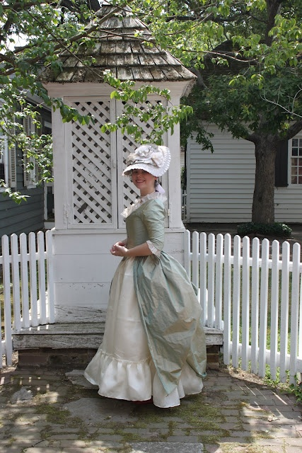 Stay-ing Alive: Historical Dress Adventures and Ramblings: Green Silk English Gown