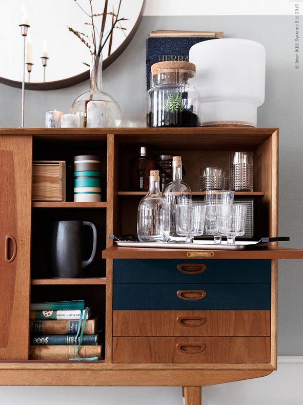 Vintage IKEA kastje met modern glazen servies