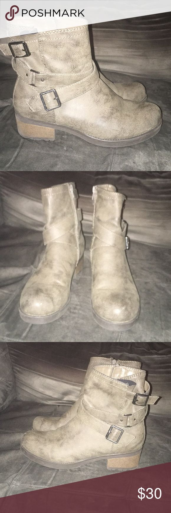 White mountain boots sz 10 White mountain boots sz 10 good condition slight wear White Mountain Shoes Ankle Boots & Booties
