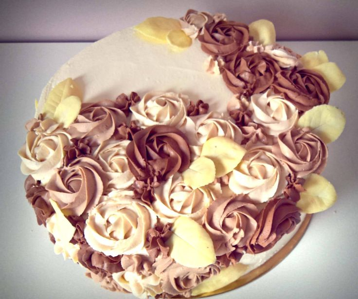 Chocolate rosette. Blackberries, meringue buttercream.Biała czekolada borówki beziki https://www.facebook.com/1844109082573556/photos/a.1847353418915789.1073741829.1844109082573556/1884730218511442/?type=3&theater