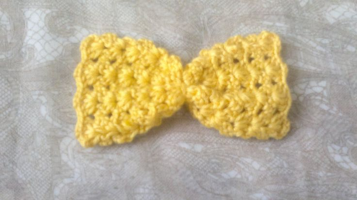 Gelbe Häkelschleife-gelbe Schleife gehäkelt-Frühling Dekoration-Aufnäher für Taschen und Stirnband-Kleidung verschönern-Haarschmuck gehäkelt von HaekelshopSetervika auf Etsy