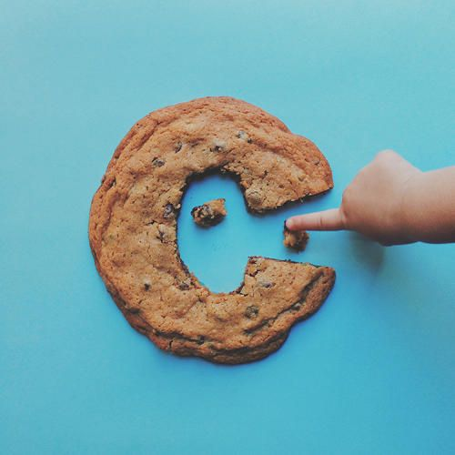 Menudo homenaje al Monstruo de las Galletas, con la c de Cookie Monster una letra de galleta enorme. #muymolon #alphabet #cookie #design #project