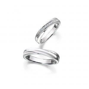 世界でただひとつ、「ロイヤル」の称号をもつダイヤモンドブランド「」。婚約指輪(エンゲージリング)、結婚指輪(マリッジリング)、エタニティリングなどブライダルジュエリーにふさわしい、白く上品な輝き。