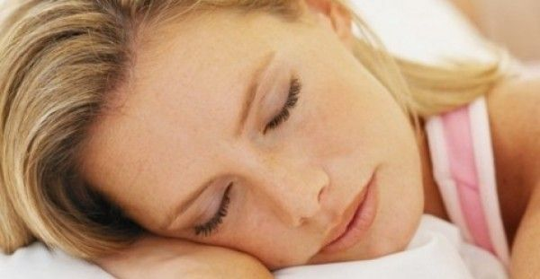Εσύ κοιμάσαι και το σώμα σου λεπταίνει: 5 απίθανα τρικ για να χάσεις βάρος στον ύπνο σου