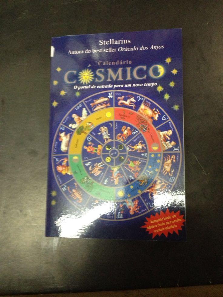 Brochura em muito estado, 285 páginas, 21 x 14 cm. Calendário Cósmico é sobretudo um livro sobre o tempo. A autora investigou vários calendários, desde a antiguidade, e percebeu neles um ponto comum: todas as formas de medir o tempo têm como base os movimentos dos astros. Contar o tempo seria o mesmo que observar o trânsito dos astros no espaço enquanto decorrem dias, meses e anos. Mudam as décadas, os séculos, as eras. O universo está vivendo um