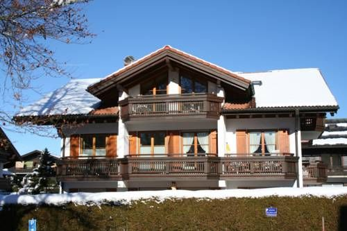 Ferienwohnung Weing�rtner Oberstdorf Ferienwohnung Weing?rtner offers accommodation in Oberstdorf. Guests benefit from terrace and a terrace. Free private parking is available on site.  There is a dining area and a kitchenette complete with a dishwasher and an oven.