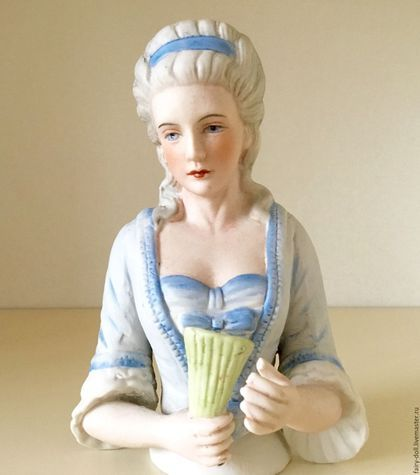 Очень большая, старинная кукла - половинка Half-boll в интернет-магазине на Ярмарке Мастеров. Эта потрясающая кукла половинка выполнена из бисквитного фарфора. Её нужно подержать в руках, чтобы понять на сколько она прекрасна. Прическа в стиле мадам де Помпадур, одета в нежное голубое платье украшенное бантами. Волосы украшает голубая лента завязанная сзади в изящный бант. Произведена в Германии.