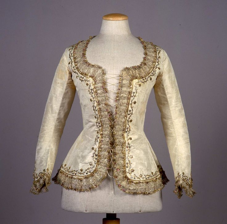 Caraco, c. 1780. Cream silk taffeta, embroidered with a floral pattern in metallic thread, trimmed with bobbin lace.