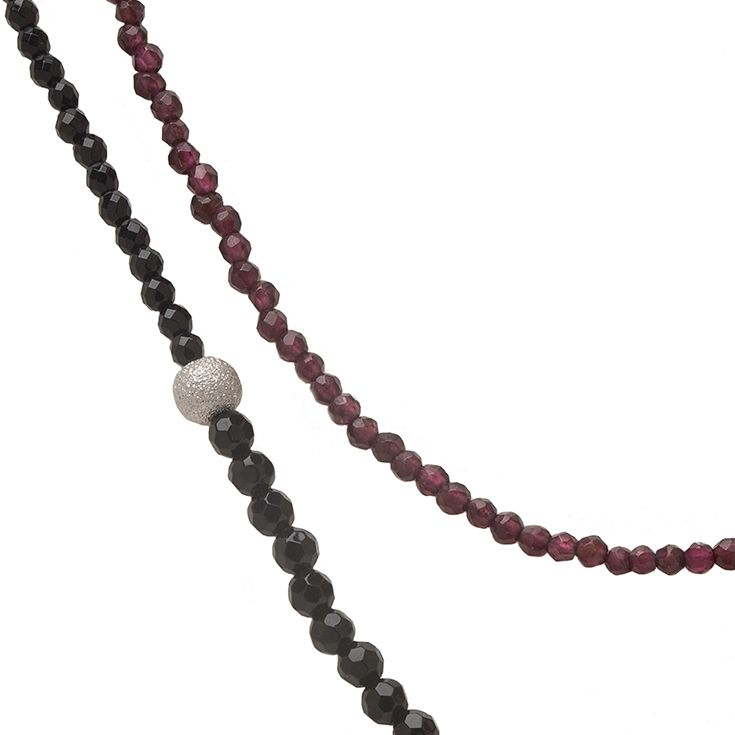 Venus Necklace with Agate and Garnet gemstones | Clasp: Platinum plated Sterling Silver 925 with one Sapphire | Trademark: Platinum plated Sterling Silver 925 bead