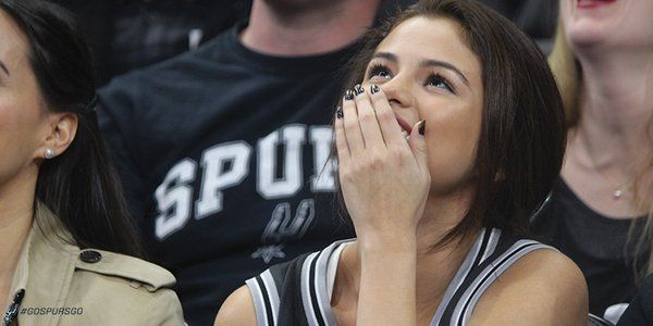 Selena Gomez looking hot as she cheers on Spurs in Lakers' Kobe Bryant's final game in San Antonio - http://www.sportsrageous.com/sports/selena-gomez-cheers-on-as-spurs-beat-lakers-in-kobe-bryants-final-game-in-san-antonio/6781/