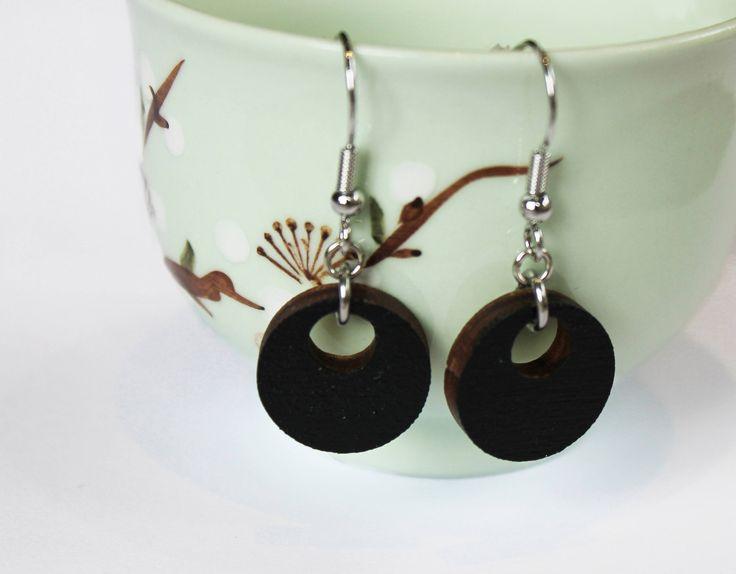 hangende houten oorbellen, houten oorbellen, oorhangers, zwarte oorbellen, ronde oorbellen, natuurlijk, simpele oobellen door JolisMots op Etsy