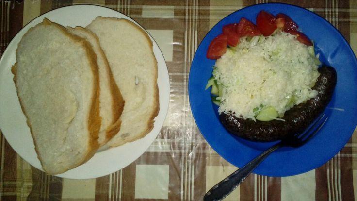Sopszka salata hurkaval