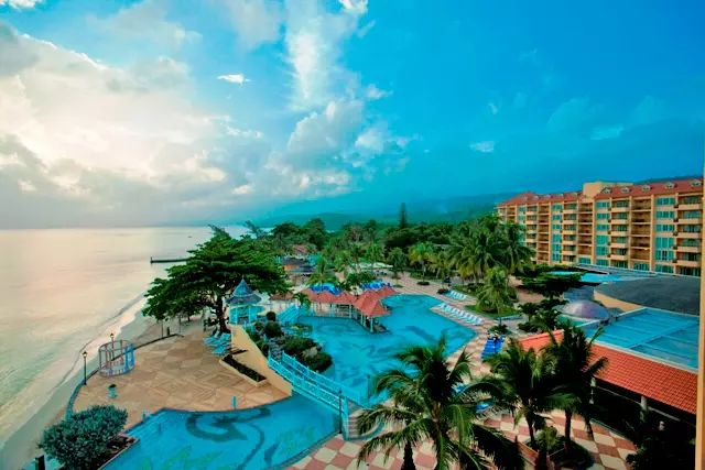 Jamaica Vacations - Jewel Dunns River Resort, All Inclusive, Curio by Hilton - A premium Jamaica all-inclusive, adults-only resort. Jewel Dunn`s River is the perfect destination for a tropical getaway for couples and friends.
