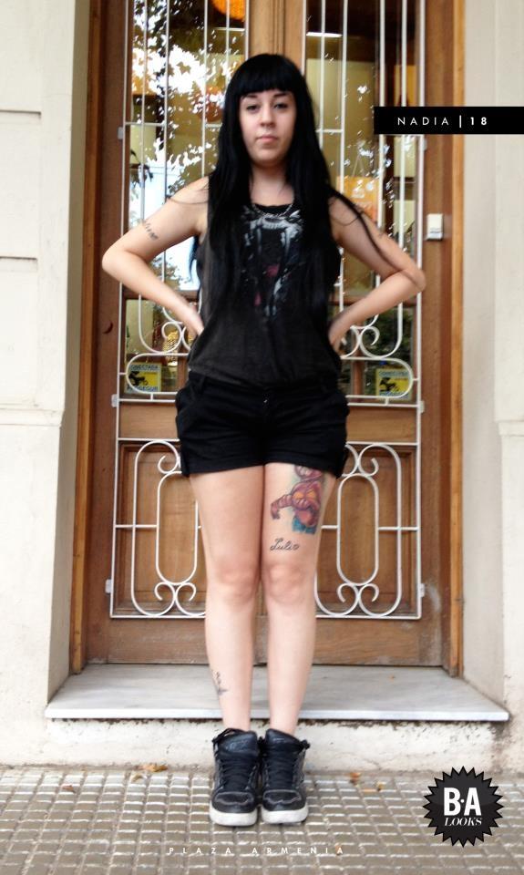 """Nadia (18)  OCUPACION: No trabaja, no estudia  HACIA DONDE?: """"Paseando""""    - Musculosa de COMPLOT a tono con short comprado en un local de Av. Santa Fé y zapatillas estilo dunk de QIX.  """"Y raro, no se.. la gente me mira raro""""    BA LOOKS DICE:  Look muy representativo de su estilo. Under con impronta dark, una elección que no pasa desapercibida.  Lo mejor: La actitud — at Plaza Armenia."""