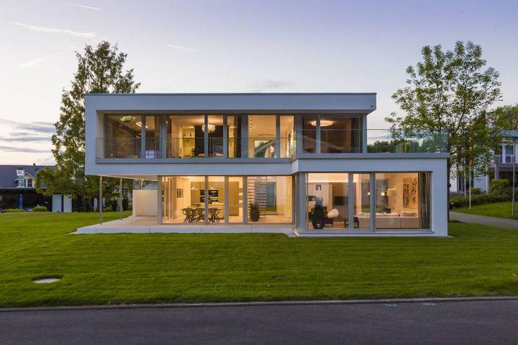 Finde Modern Häuser Designs: Musterhaus Bad Vilbel. Entdecke die schönsten Bilder zur Inspiration für die Gestaltung deines Traumhauses.