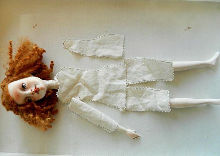 3. Вырезаем все детальки из плотной хлопковой ткани или льна. Ни в коем случае ткань не должна быть эластичной!!! У меня - старенькая наволочка (обожаю старые тряпки!!!). Получается подобное: