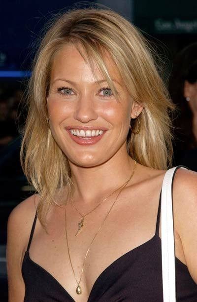 "Joey Lauren Adams (b. 1971) - Actress born in Little Rock, raised in North Little Rock. Roles include, Bud Bundy's girlfriend in ""Married...with Children,"" ""Chasing Amy,"" ""Coneheads,"" ""Second Noah,"" ""Mallrats,"" ""Hercules."""