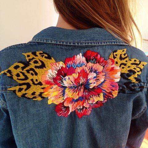 Y bueno...todavía no termino  pero estamo casi @gapchile #embroidery #flower #floral #denim #bordado #broderie #leopard #larevoluciondelbordao #bordarenllamas