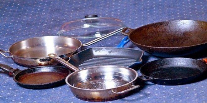 Соединяем:  - 1/2 чашки соды - 1 чайная ложка жидкости для мытья посуды - 2 столовые ложки перек...