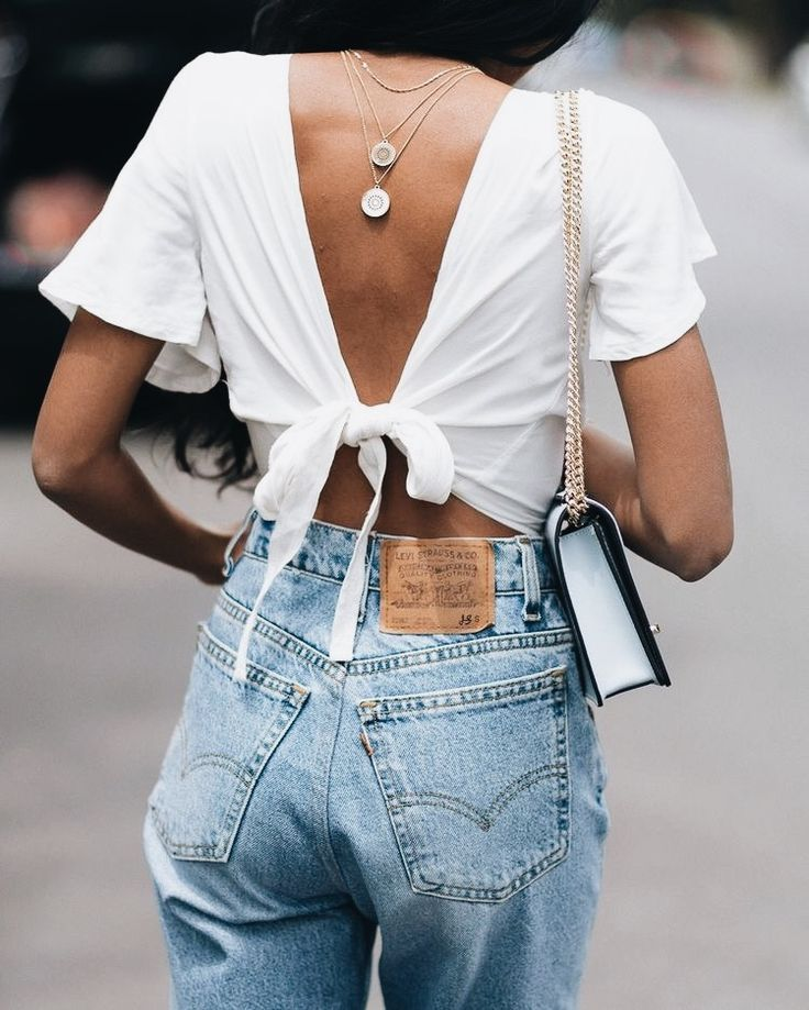 Love the way this summer outfit has the necklaces at the back! Such great stylin…