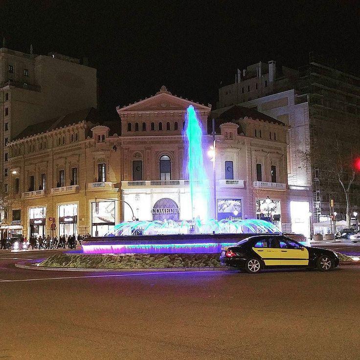 #바르셀로나 #스페인 #예쁜 #도시 #빌딩 #밤 #택시 #구경 #고향 #여행 #관광 #barcelona #spain #night #fountain #granvia #passeigdegracia #taxi #lights #colorful #colors #beautiful #amazing by mila_marta