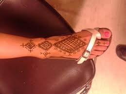 Risultati immagini per disegni hennè mani