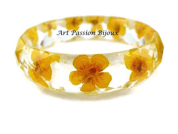 Yellow flowers in eco-resin* bangle, pressed flowers handmade with bubbles air effect, made in Italy. Unique piece, made with love! Small size, perfect for teen's wrist.