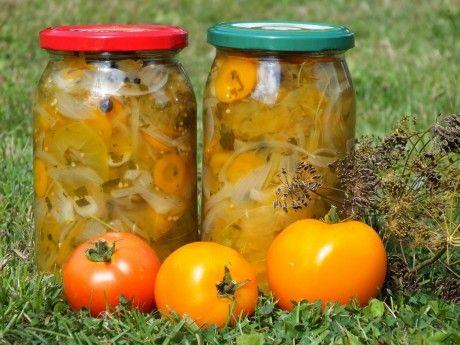 Sałatka z zielonych pomidorów i marchewki