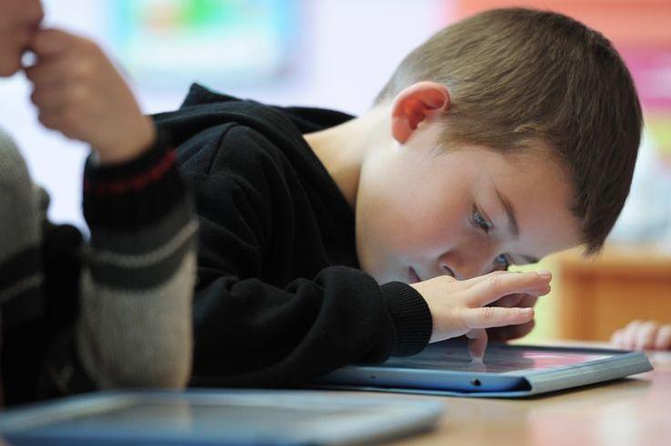 Chaque demi-heure passée devant un écran entraînerait une augmentation de 49% du risque de retard dans l'apprentissage du langage. C'est ce que concluait une étude rendue publique il y a moins d'un mois, menée par des scientifiques canadiens auprès des tout petits.