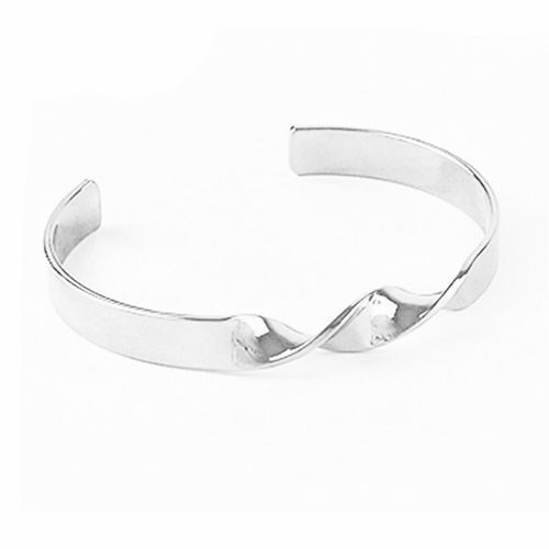 TWISTED CUFF (SILVER)    #minimalistjewelry #minimalistjewellery #minimalist #jewellery #jewelry #jewelleries #jewelries #minimalistaccessories #bangles #bracelets #rings #necklace #earrings #womensaccessories #accessories