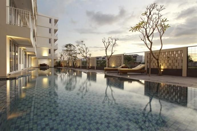 OopsnewsHotels - Paragon Suites and Resort. Paragon Suites and Resort provides comfortable 4-star accommodation in Seminyak. It features a day spa, as well as a coffee bar, an express check-in and check-out feature and an outdoor pool.   Paragon Suites and Resort has 118 modern rooms that are fitted with all the necessities to ensure a comfortable stay.