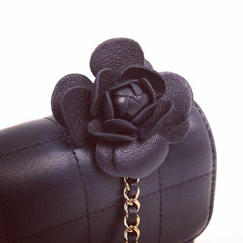 Chanel Mini Bar First hint!!! 😍👌🏻@cblbags #bagswithstories #bag #luxurybags #luxury #preloved #chanel #chanelbag #chanelpreloved #chanelclassic #chanelclassic #chanelflap #chanelnavy #chanelchocobar #chanelcamelia #chanelchain #prelovedbag #cozybag #fashion #trendy #barcelonagram #barcelonashopping