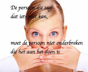 De persoon die zegt dat iets niet kan, moet de persoon niet onderbreken die het aan het doen is