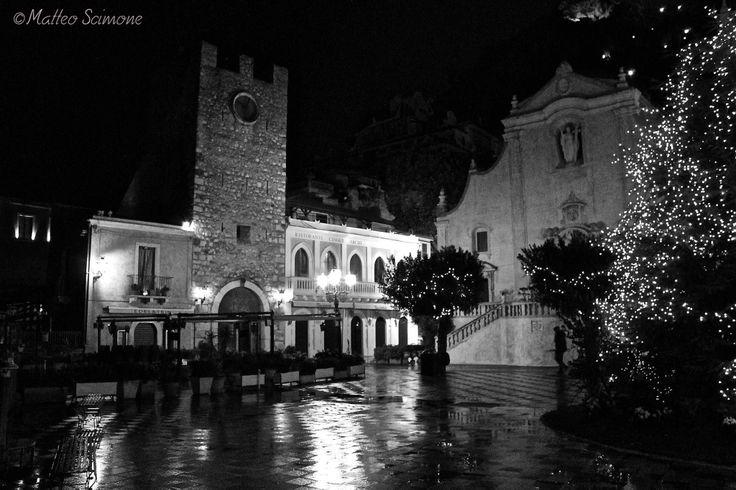 Atmosfera natalizia in Piazza IX Aprile