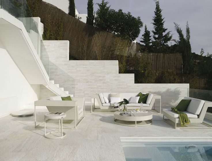 Yes, you really can make this happen! Featuring the Stone D Murales C 300X600