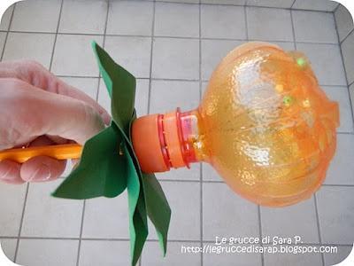 Bottiglia di plastica che diventa un fiore