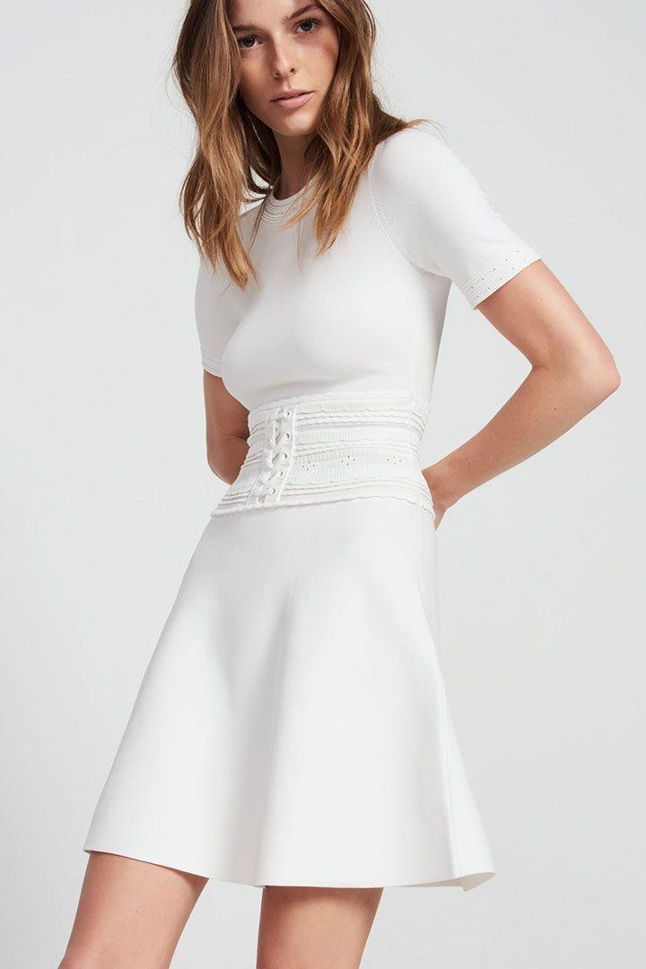 Cada vez son más las novias que buscan una segunda opción de vestido para disfrutar de la fiesta cómodas y elegantes. Estas son las mejores opciones.