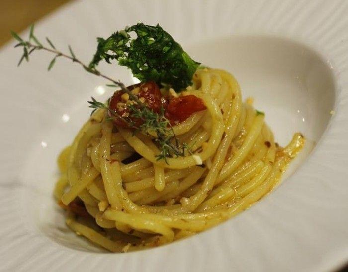 Spaghetti con nocciole e pomodorini del piennolo del Vesuvio confit - Luciano Pignataro Wineblog