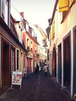 Die Fröschegasse in Saarbrücken in der nähe des Marktes.