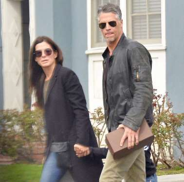 Impending engagements seem to be in the air! Sandra Bullock and her boyfriend of nearly two years, p... - AWD/X17online.com/X17