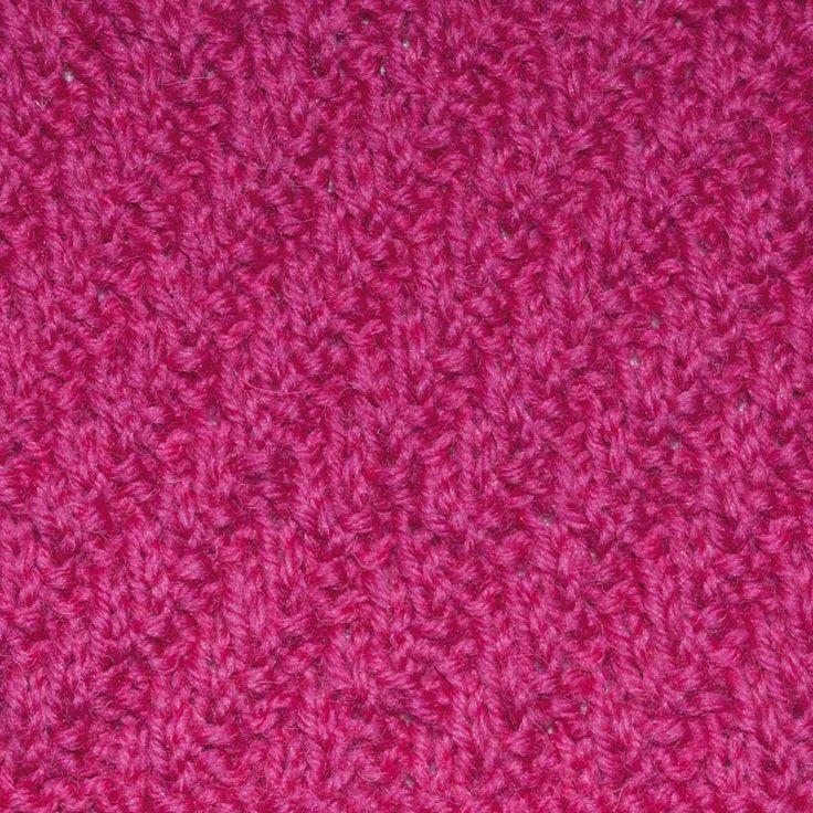 De dubbele diagonale rib is een leuke reliëfsteek om in allerlei breiwerk te gebruiken. Wij gebruikten hem in een sjaal, maar hij kan ook goed in een trui.
