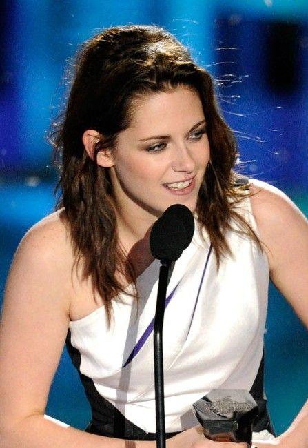 Kristen Stewart Texturierte wellige Frisur für schulterlanges Haar  #LässigeFrisuren