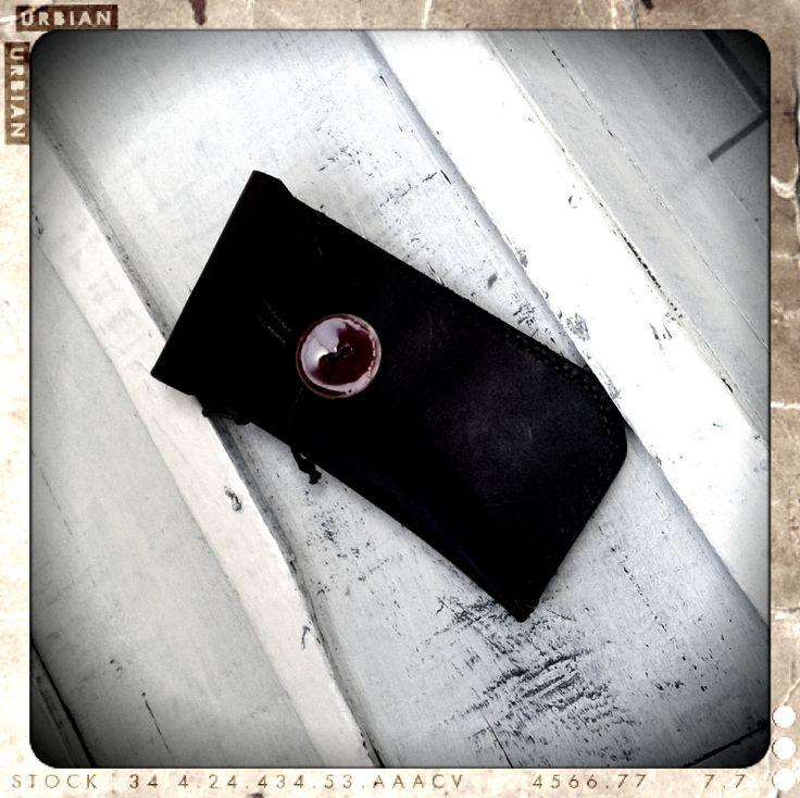 Brillenetui uit tuigleder, stevig en dik leder, handgenaaid. Variaties kunnen op de sluiting, afmetingen (oa ook Smartphone-etui) ...