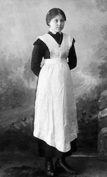 Russian servant named Olga 1913. I love her apron, esp the hemline.