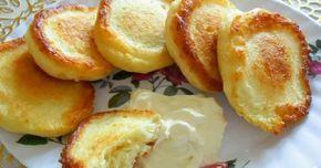 """Dacă vă plac oladiile, atunci această rețetă este pentru dvs. """"Oladiile cu brânză"""" sunt un mic dejun sănătos și hrănitor, perfect pentru copii. Aceste oladii sunt extrem de pufoase, gustoase, foarte moi și aerate. Serviți-le cu dulceață, gem sau smântână. Aceste delicii încântătoare nu vor lăsa pe nimeni indiferent. Echipa Bucătarul.tv vă dorește poftă bună …"""