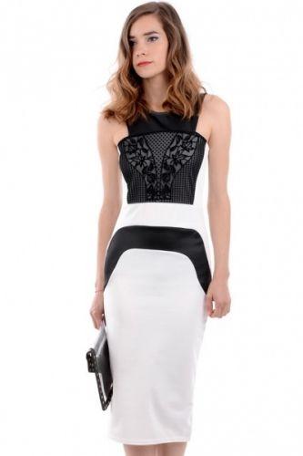 Bodycone kjole i hvitt og sort uten armer. Kjolen har sorte detaljer i fløyel øverste foran og er helt hvit bak. Kjolen rekker ned til rett under knærne.  Inneholder 95% polyester og 5% elastan.