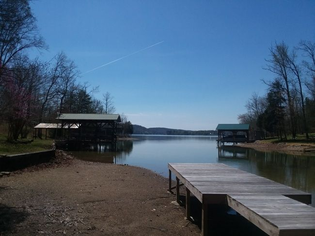 Rockwood, TN on Watts Bar Lake. 2 Bedrooms. Sleeps 4. For Rent Daily $150 - In My Dreams. This is a darling doll house of a home with it's own boat dock! Two bedrooms, one has a queen size bed the other a full size bed and a shared bathroom. There is room for one more on the couch. The kitchen has new appliances but stays true to the vintage feel of this 1950's cottage.  Dogs are allowed with an additional p...