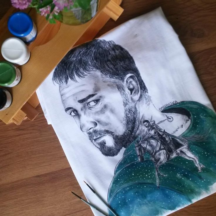 Russell Crowe - hand-painted t-shirt