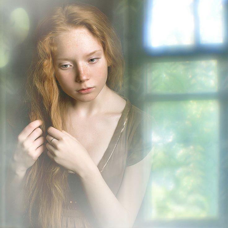 Gorgeous window portrait. #windowlighting #windowportrait #portraitphotography