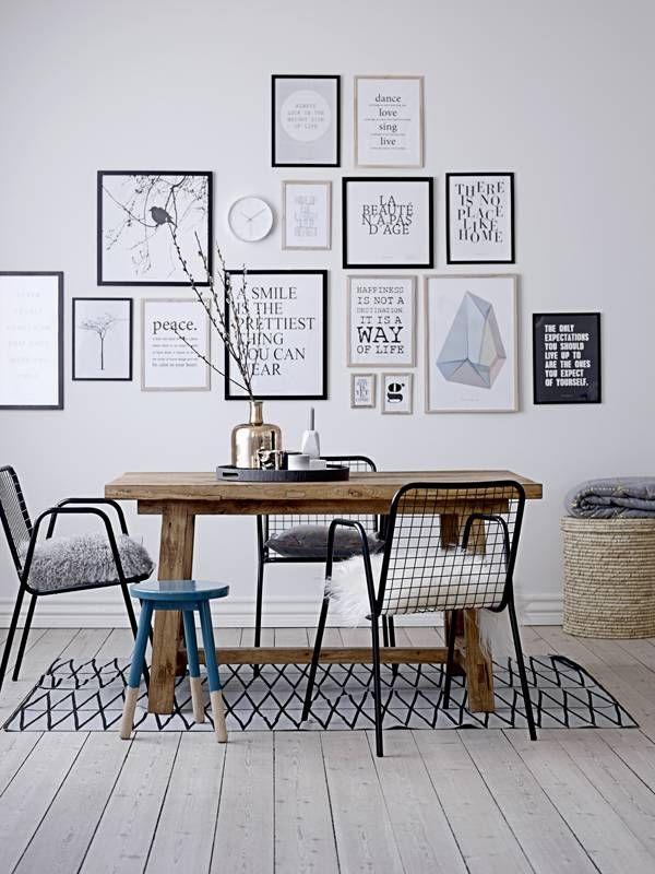 Hip vloerkleed met zigzag motief gemaakt van katoen. Mooi grafisch motief dat pit geeft aan een ruimte!  materiaal: katoen kleur: grijs en zwart afmeting: 140 x 200 cm.